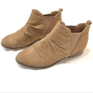Cityclassified tan ankle booties
